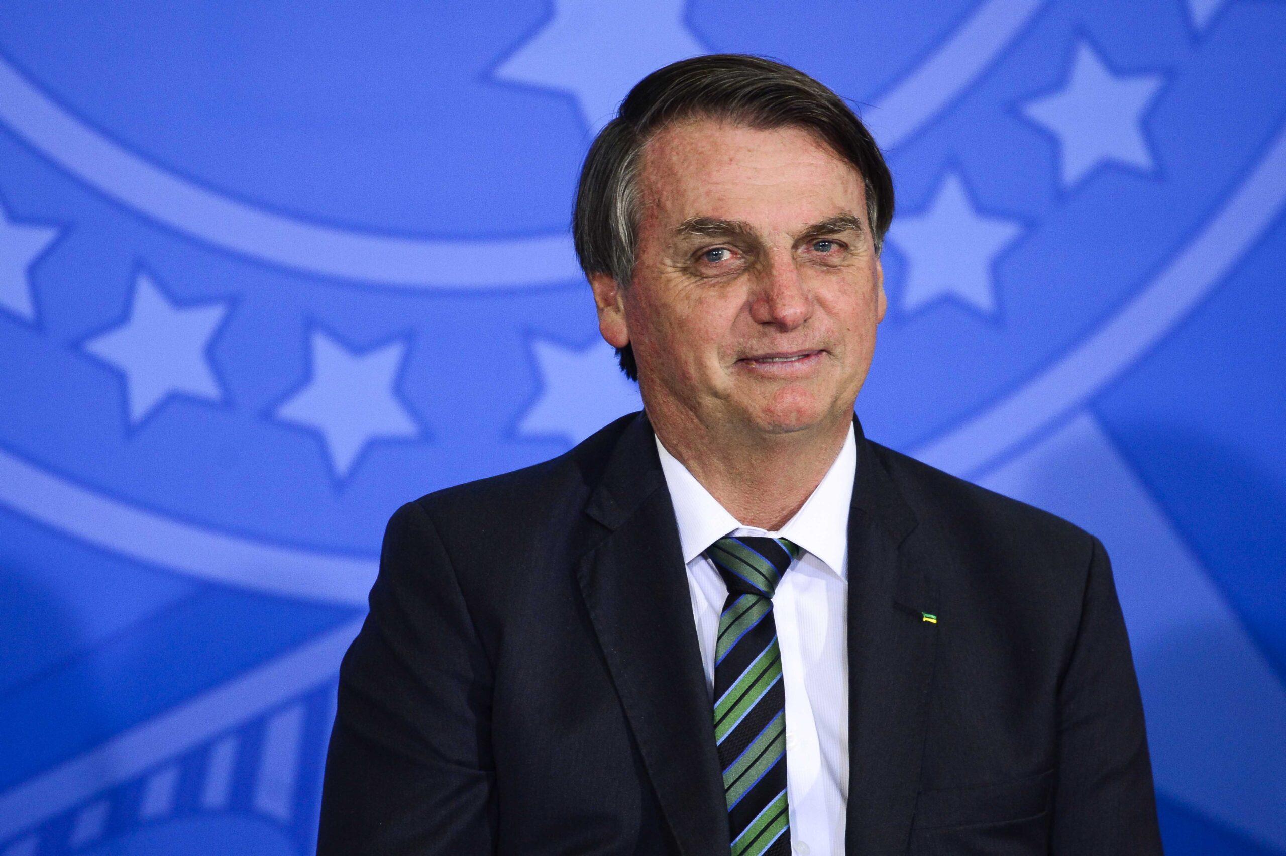 Com impasse sobre vacinas, Bolsonaro adia cerimônia para marcar início de imunização